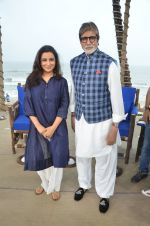 Amitabh Bachchan, Tisca Chopra at NDTV Cleanathon campaign in Juhu Beach on 2nd Oct 2016 (84)_57f11d47dbbad.JPG