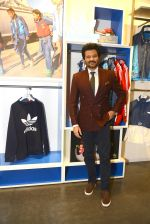 Anil Kapoor at Adidas Event in Mumbai on 30th Sept 2016 (37)_57f0e9fac108c.JPG