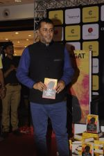 Chetan Bhagats new novel One Indian Girl launch in Oberoi Mall on 1st Oct 2016 (4)_57f0fa8e3c9c8.JPG