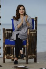 Dia Mirza at NDTV Cleanathon campaign in Juhu Beach on 2nd Oct 2016 (69)_57f11d643b648.JPG