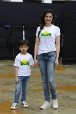 Divya Kumar at NDTV Cleanathon campaign in Juhu Beach on 2nd Oct 2016 (13)_57f11d95c7a57.JPG