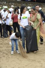 Divya Kumar at NDTV Cleanathon campaign in Juhu Beach on 2nd Oct 2016 (14)_57f11d965a715.JPG