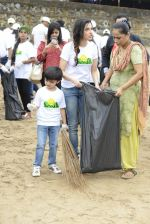 Divya Kumar at NDTV Cleanathon campaign in Juhu Beach on 2nd Oct 2016 (15)_57f11d96e42b5.JPG