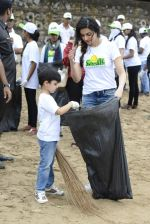 Divya Kumar at NDTV Cleanathon campaign in Juhu Beach on 2nd Oct 2016 (17)_57f11d98dee7b.JPG