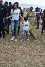 Divya Kumar at NDTV Cleanathon campaign in Juhu Beach on 2nd Oct 2016 (27)_57f11d9d2ecdc.JPG