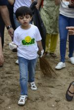 Divya Kumar at NDTV Cleanathon campaign in Juhu Beach on 2nd Oct 2016 (31)_57f11d9f8dfff.JPG