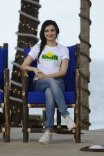Divya Kumar at NDTV Cleanathon campaign in Juhu Beach on 2nd Oct 2016 (42)_57f11da0bb486.JPG