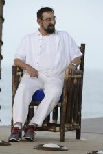 Kabir Bedi at NDTV Cleanathon campaign in Juhu Beach on 2nd Oct 2016 (67)_57f11da33619b.JPG