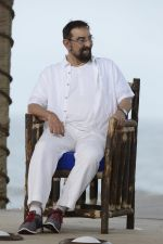 Kabir Bedi at NDTV Cleanathon campaign in Juhu Beach on 2nd Oct 2016 (68)_57f11da4496cf.JPG