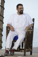 Kabir Bedi at NDTV Cleanathon campaign in Juhu Beach on 2nd Oct 2016 (65)_57f11da1d61db.JPG