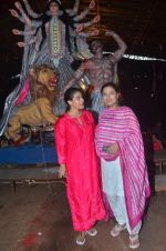 Kajol, Sharbani Mukherjee at Durga Pooja on 2nd Oct 2016 (11)_57f11c2c0d28f.JPG
