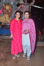Kajol, Sharbani Mukherjee at Durga Pooja on 2nd Oct 2016 (13)_57f11c2cb364e.JPG
