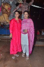 Kajol, Sharbani Mukherjee at Durga Pooja on 2nd Oct 2016 (15)_57f11c2d4be81.JPG