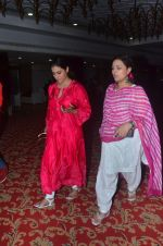 Kajol, Sharbani Mukherjee at Durga Pooja on 2nd Oct 2016 (19)_57f11c2e6fe1f.JPG