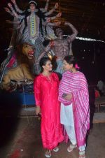 Kajol, Sharbani Mukherjee at Durga Pooja on 2nd Oct 2016 (9)_57f11c2b673e1.JPG