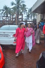 Kajol, Sharbani Mukherjee at Durga Pooja on 2nd Oct 2016 (1)_57f11bd99b72b.JPG