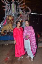 Kajol, Sharbani Mukherjee at Durga Pooja on 2nd Oct 2016 (10)_57f11bdda69c1.JPG