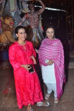 Kajol, Sharbani Mukherjee at Durga Pooja on 2nd Oct 2016 (8)_57f11bdd11761.JPG