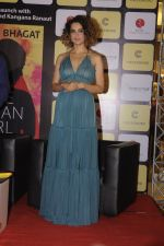 Kangana Ranaut at Chetan Bhagats new novel One Indian Girl launch in Oberoi Mall on 1st Oct 2016 (17)_57f0fb0950f3e.JPG