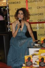 Kangana Ranaut at Chetan Bhagats new novel One Indian Girl launch in Oberoi Mall on 1st Oct 2016 (21)_57f0fb0cb0e18.JPG