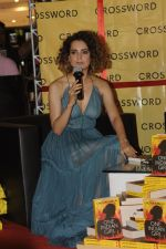 Kangana Ranaut at Chetan Bhagats new novel One Indian Girl launch in Oberoi Mall on 1st Oct 2016 (22)_57f0fb0d4a7d2.JPG