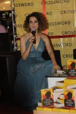 Kangana Ranaut at Chetan Bhagats new novel One Indian Girl launch in Oberoi Mall on 1st Oct 2016 (23)_57f0fb0df0aff.JPG