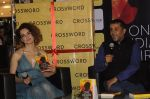 Kangana Ranaut at Chetan Bhagats new novel One Indian Girl launch in Oberoi Mall on 1st Oct 2016 (31)_57f0fb131b874.JPG