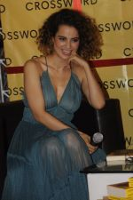 Kangana Ranaut at Chetan Bhagats new novel One Indian Girl launch in Oberoi Mall on 1st Oct 2016 (32)_57f0fbb0405f6.JPG
