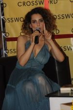 Kangana Ranaut at Chetan Bhagats new novel One Indian Girl launch in Oberoi Mall on 1st Oct 2016 (33)_57f0fb14a5986.JPG