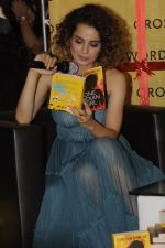 Kangana Ranaut at Chetan Bhagats new novel One Indian Girl launch in Oberoi Mall on 1st Oct 2016 (35)_57f0fb1637ebe.JPG
