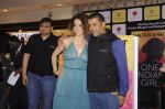 Kangana Ranaut at Chetan Bhagats new novel One Indian Girl launch in Oberoi Mall on 1st Oct 2016 (41)_57f0fa9154f7b.JPG