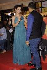 Kangana Ranaut at Chetan Bhagats new novel One Indian Girl launch in Oberoi Mall on 1st Oct 2016 (46)_57f0fb1ca8f43.JPG