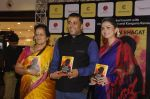 Kangana Ranaut at Chetan Bhagats new novel One Indian Girl launch in Oberoi Mall on 1st Oct 2016 (54)_57f0fa9619e3d.JPG