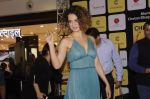 Kangana Ranaut at Chetan Bhagats new novel One Indian Girl launch in Oberoi Mall on 1st Oct 2016 (8)_57f0fb037302f.JPG