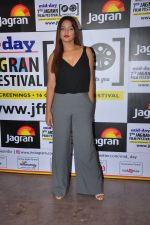Neetu Chandra at Jagran Film fest screening on 30th Sept 2016 (30)_57f0ee7ed3af7.JPG