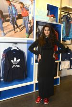 Rhea Kapoor at Adidas Event in Mumbai on 30th Sept 2016 (13)_57f0ea41e595b.JPG