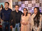 Salman Khan, Salma Khan, Arpita Khan at Being Human jewellery launch on 30th Sept 2016 (24)_57f0ef5098822.jpg
