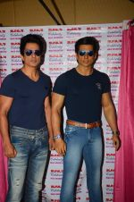 Sonu Sood_s wax statue unveiled in Mumbai on 1st Oct 2016 (20)_57f0fb4b8ccf2.JPG