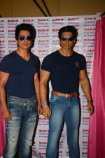 Sonu Sood_s wax statue unveiled in Mumbai on 1st Oct 2016 (21)_57f0fb4ce9a84.JPG