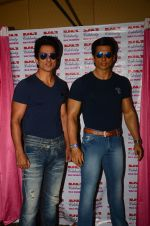 Sonu Sood_s wax statue unveiled in Mumbai on 1st Oct 2016 (22)_57f0fb4db2fbe.JPG