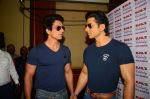 Sonu Sood_s wax statue unveiled in Mumbai on 1st Oct 2016 (30)_57f0fb53102e7.JPG