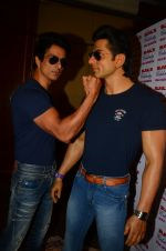Sonu Sood_s wax statue unveiled in Mumbai on 1st Oct 2016 (52)_57f0fb60e13b1.JPG