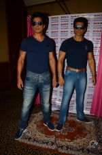 Sonu Sood_s wax statue unveiled in Mumbai on 1st Oct 2016 (59)_57f0fb66a079c.JPG