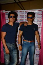 Sonu Sood_s wax statue unveiled in Mumbai on 1st Oct 2016 (61)_57f0fb6846357.JPG