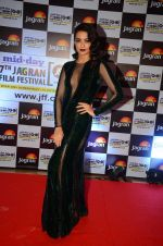 Surveen Chawla at Jagran Film fest awards on 30th Sept 2016 (13)_57f0eb7bd17e6.JPG