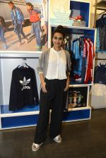 Swara Bhaskar at Adidas Event in Mumbai on 30th Sept 2016 (33)_57f0ea6556549.JPG