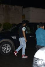 Varun Dhawan snapped at private airport on 1st Oct 2016 (20)_57f0fa5167efc.JPG