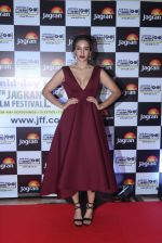 at Jagran Film fest awards on 30th Sept 2016 (41)_57f0eaf155507.JPG