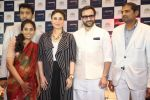 saif ali khan and kareena kapoor at prathima hospitals brand ambassador on 1st Oct 2016 (403)_57f0f70e11e16.JPG