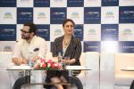 saif ali khan and kareena kapoor at prathima hospitals brand ambassador on 1st Oct 2016 (83)_57f0f6cf35731.JPG